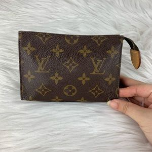 LV toiletry 15 monogram